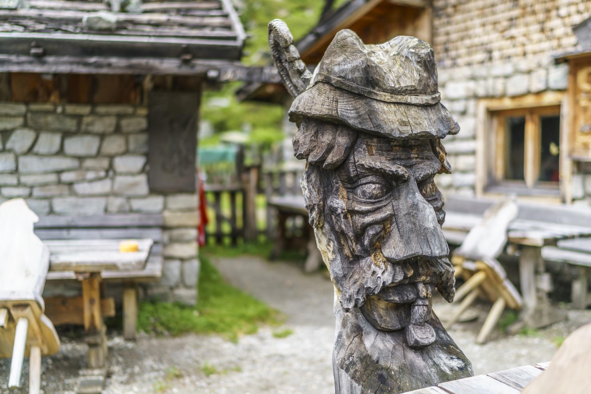Holzschnitzerei-Sulzenaualm