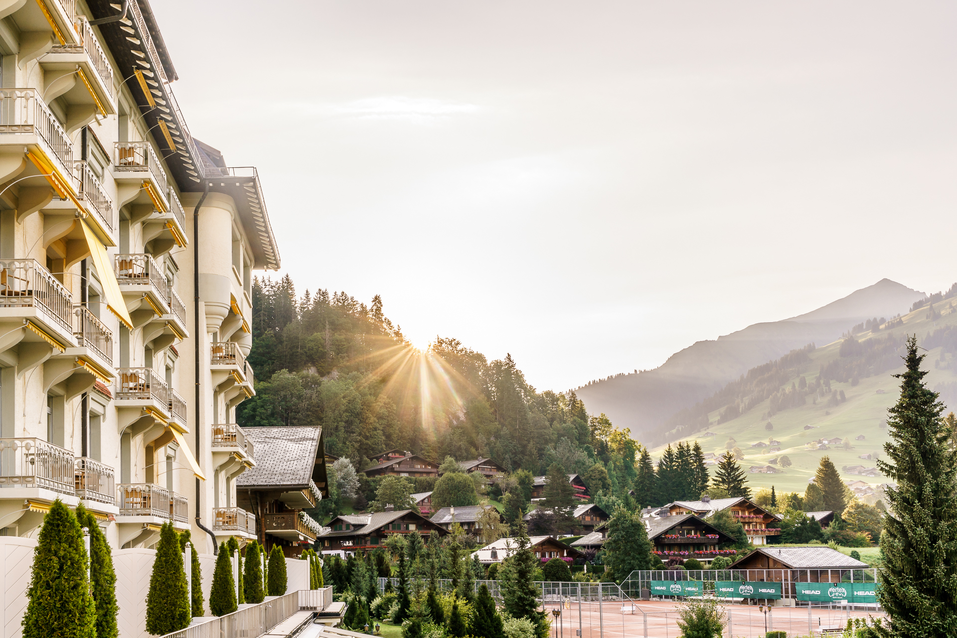 Gstaad-Palace-Sonnenaufgang