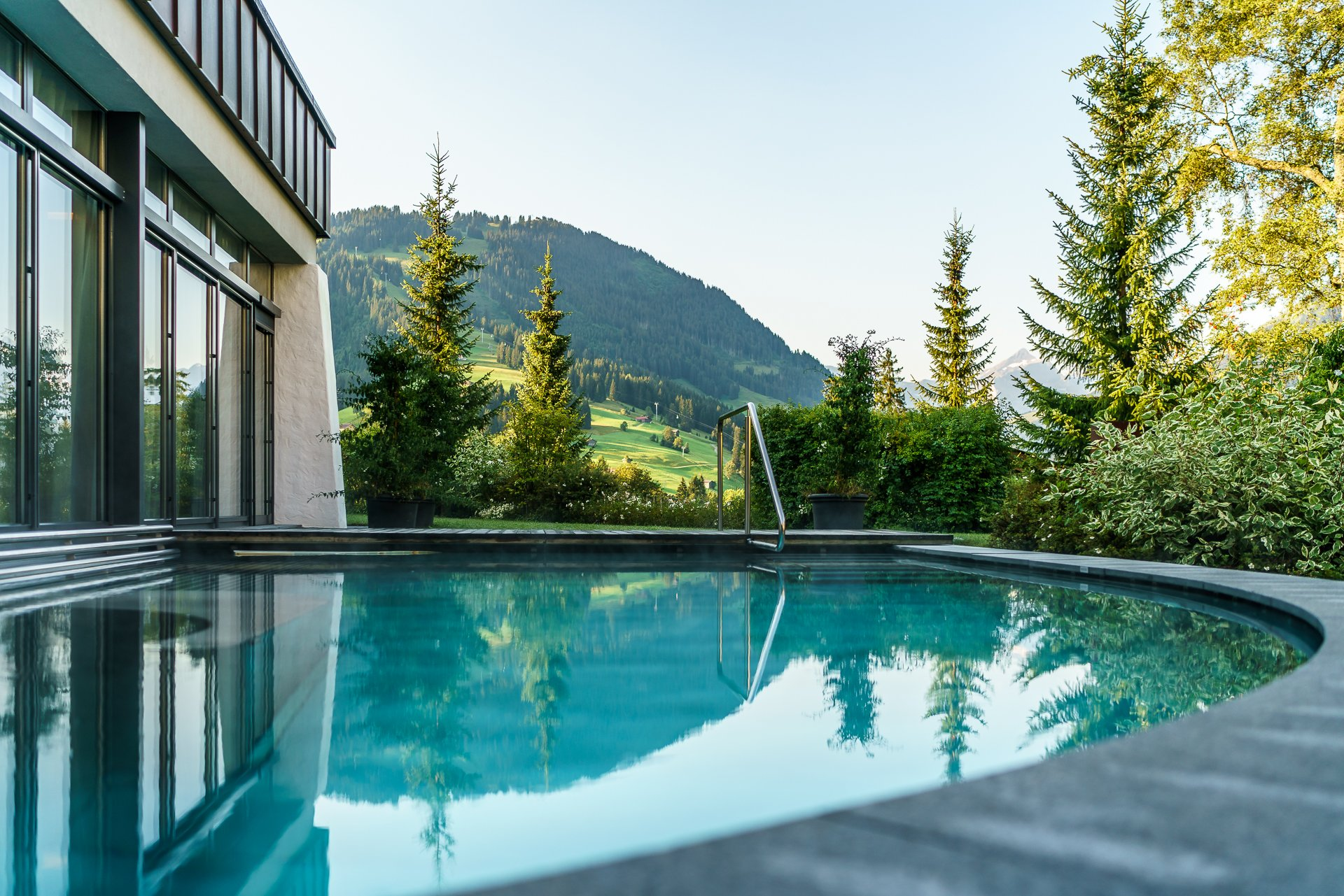 Gstaad-Palace-Spa-Outdoorpool