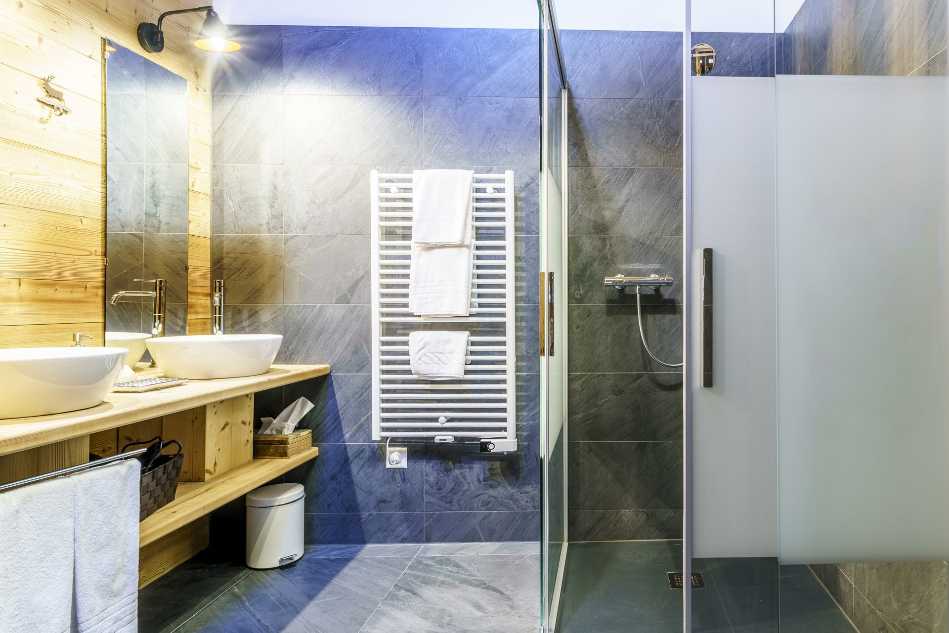 hotel-beau-sejour-champery-suite-badezimmer