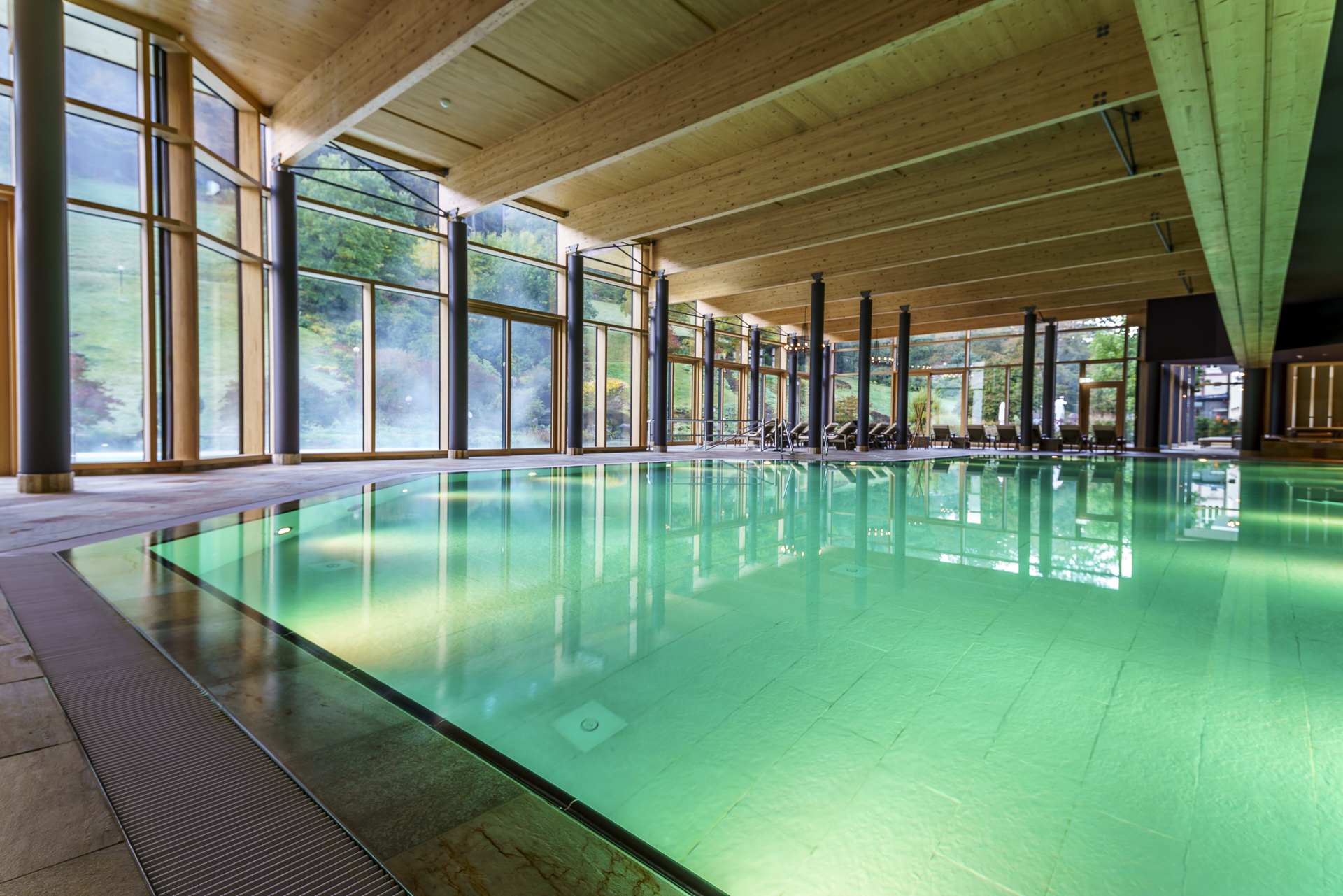 therme-pool-bad-teinach