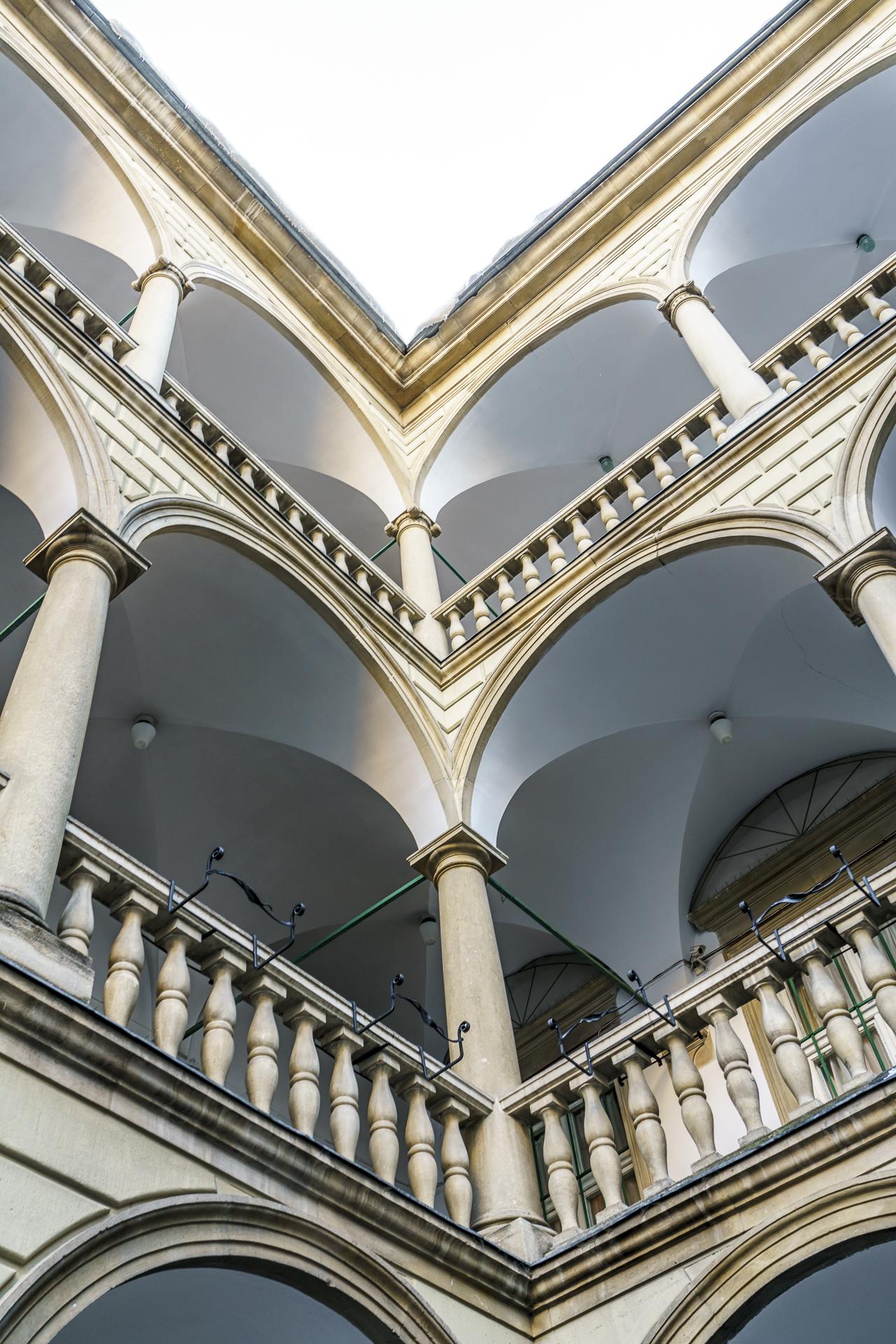 italian-courtyard-lemberg