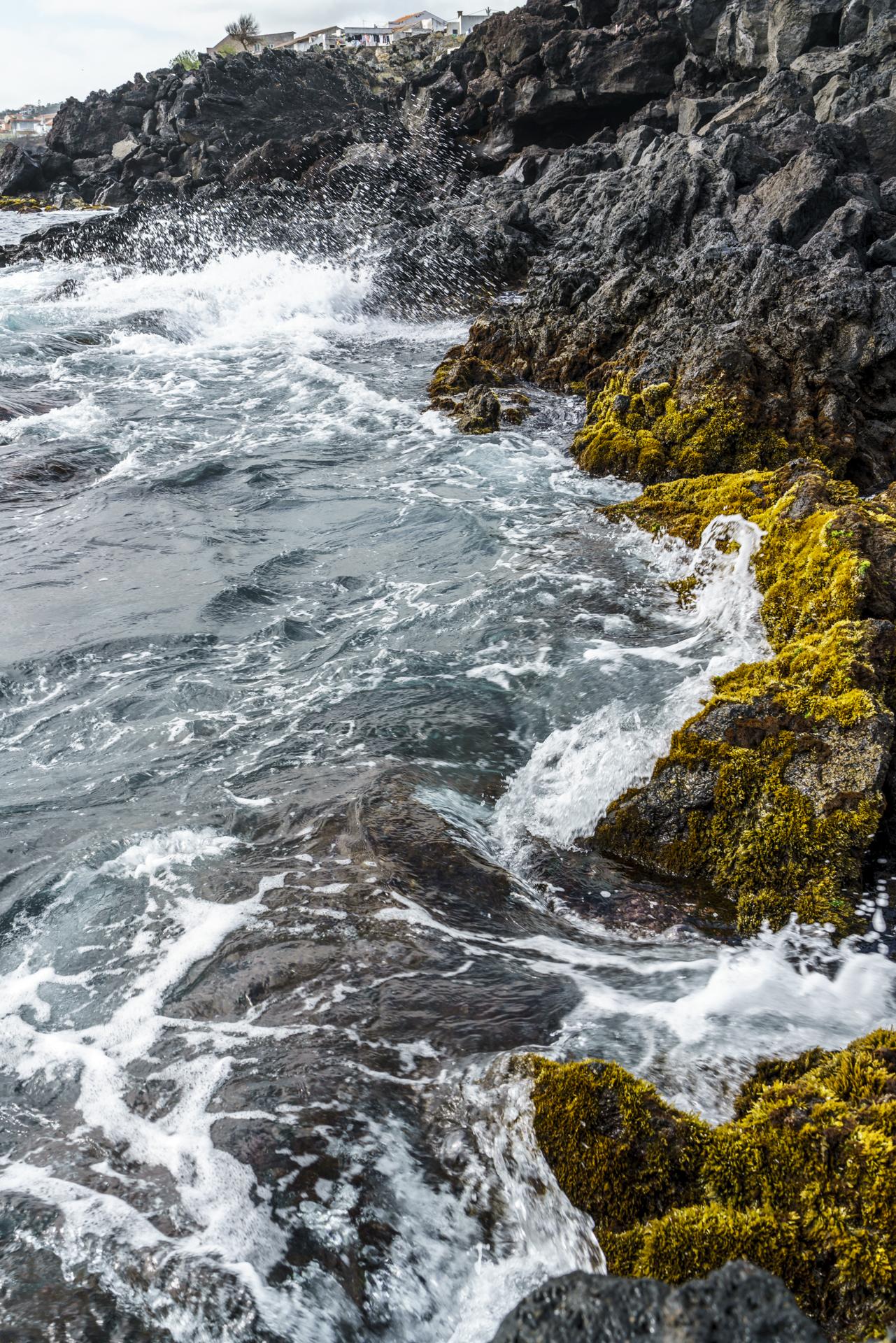 Azoren Küste Gischt
