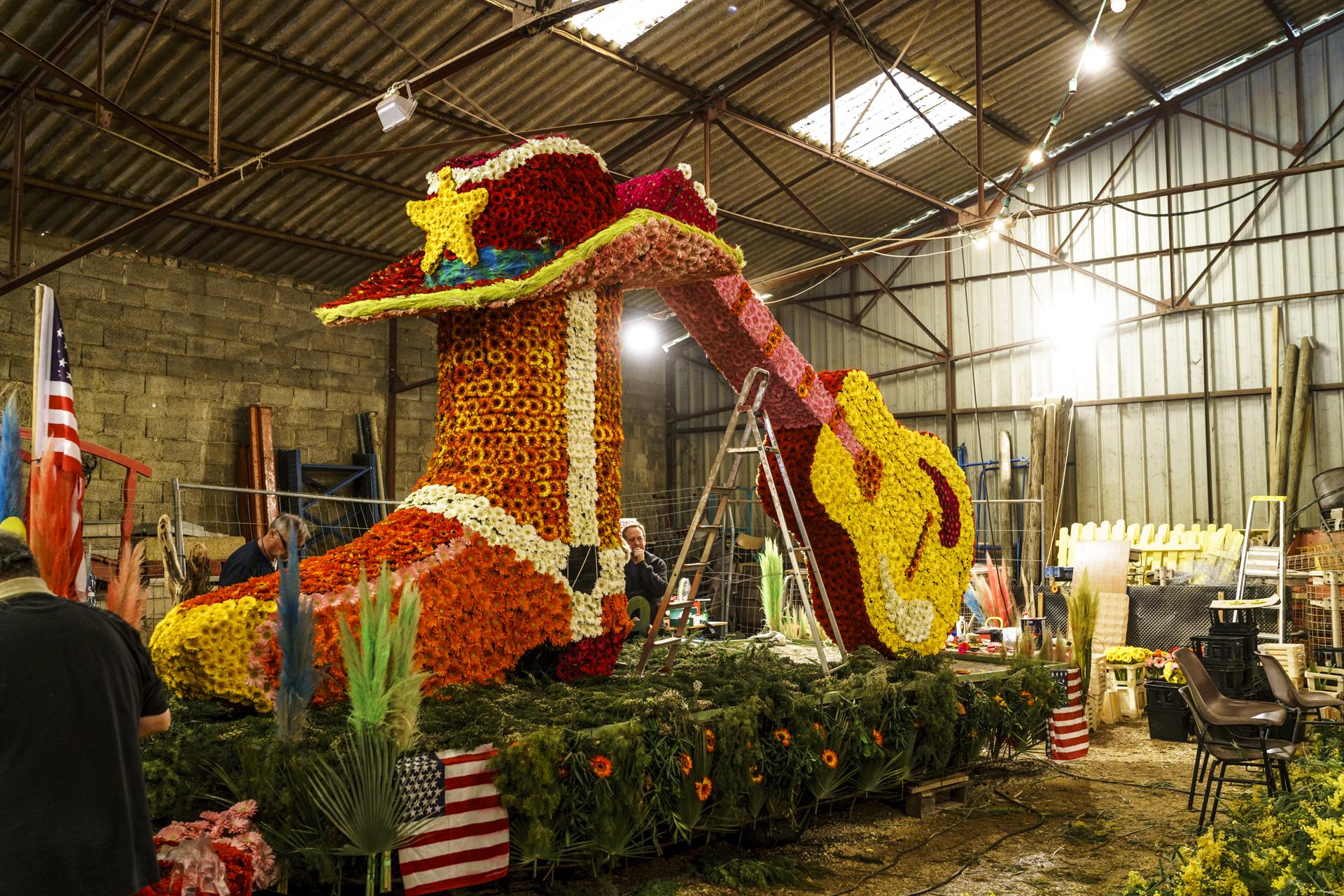 Corso Fleuri Vorbereitung der Blumenwagen