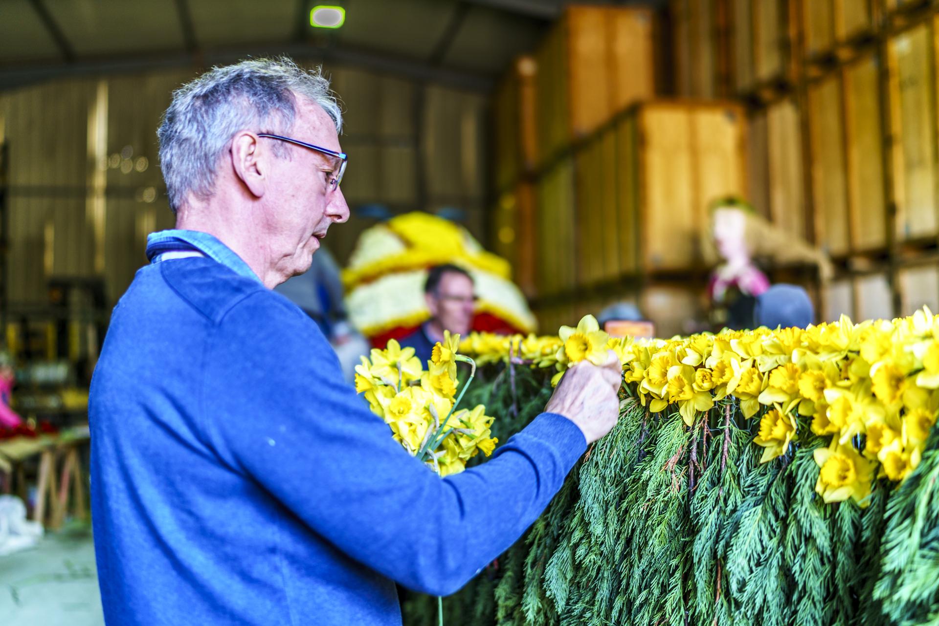 Blumenwagen für Corso Fleuri schmücken