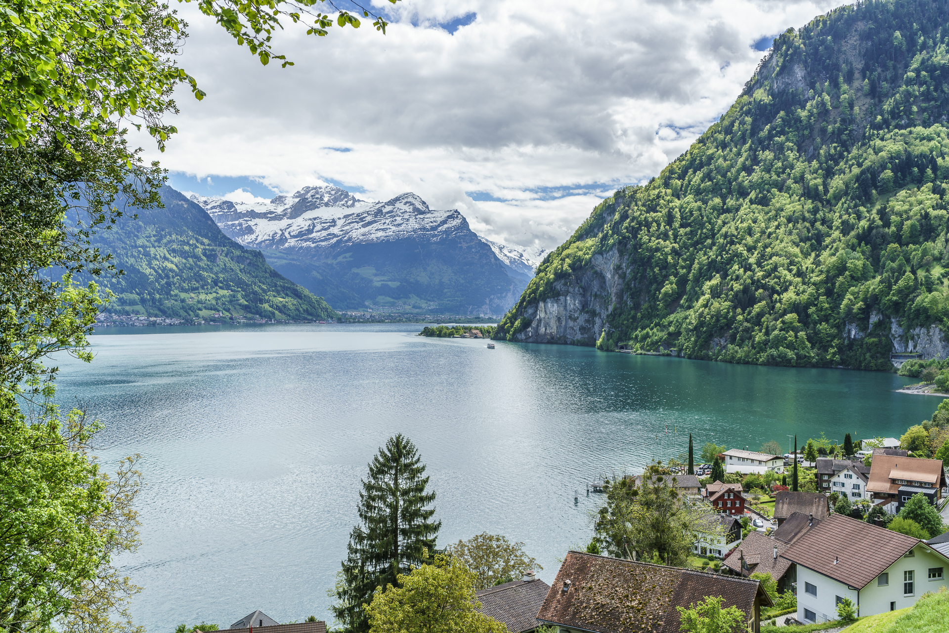 Weg der Schweiz Bauen