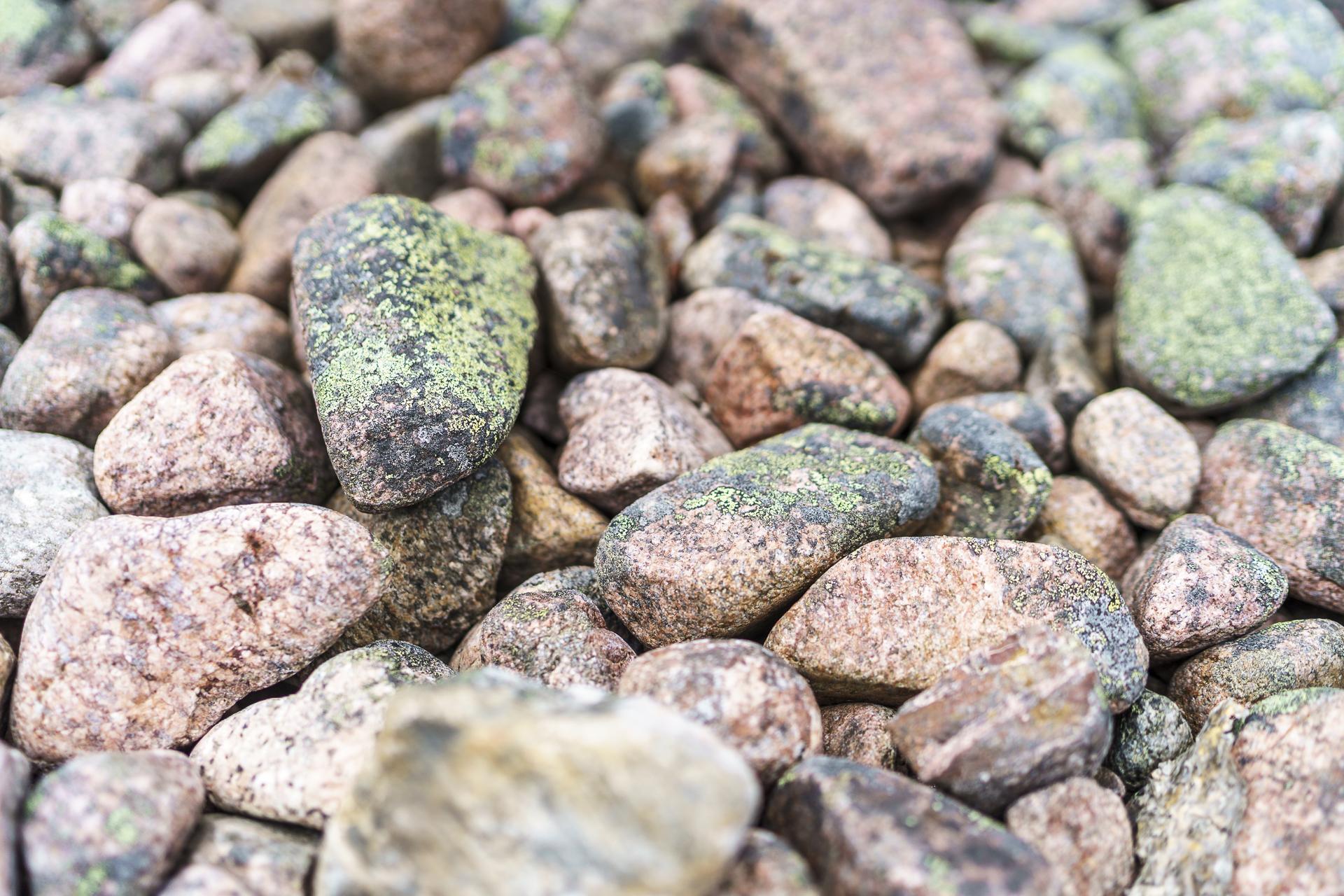 Schären pinke Steine