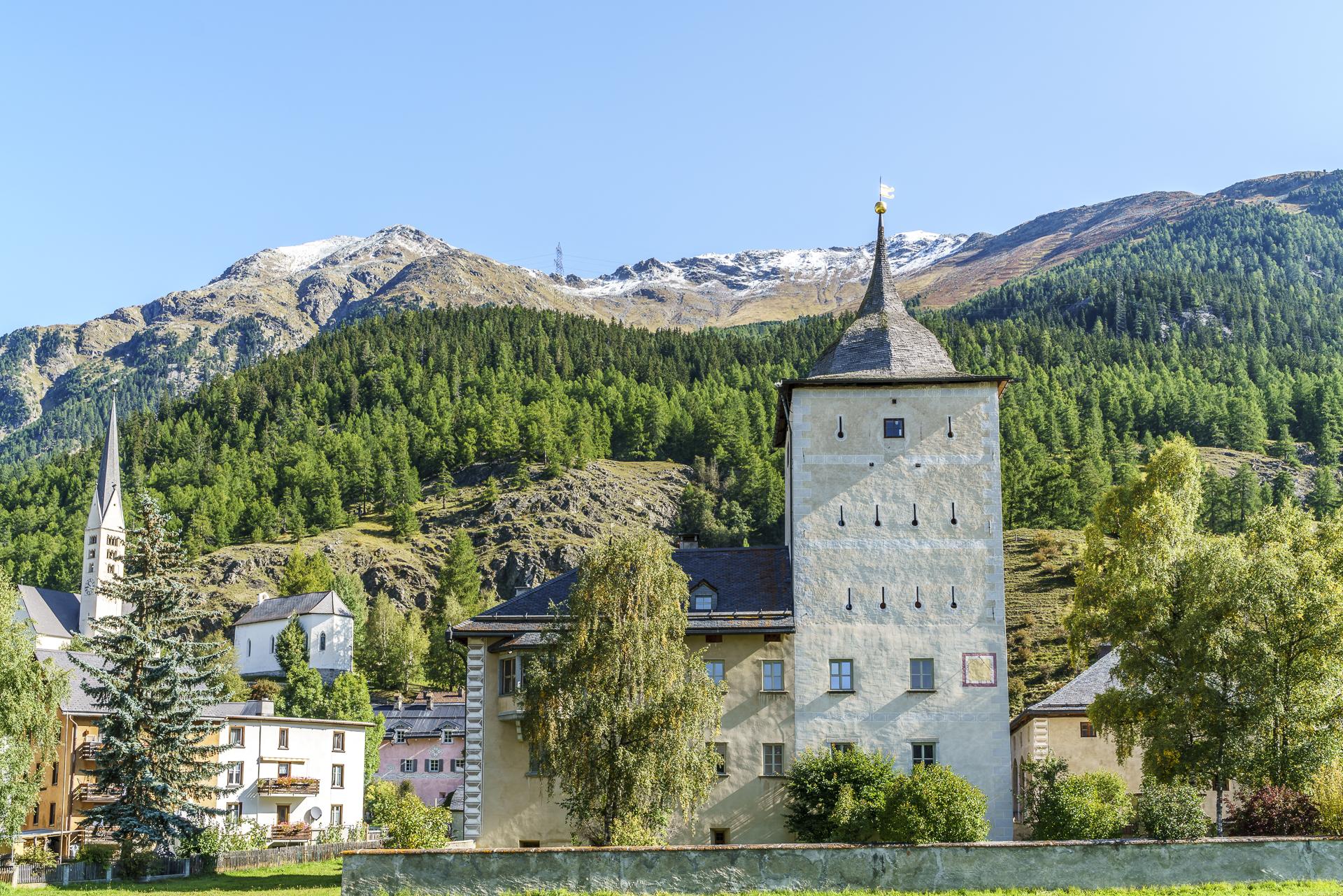 Zernez Schloss