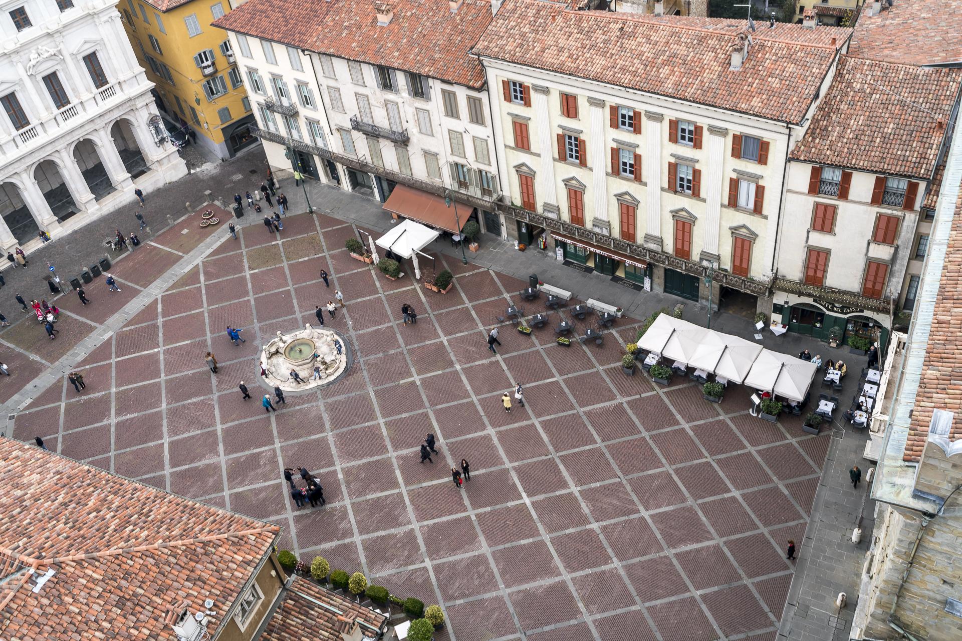 Campeone Torre Civica Aussicht