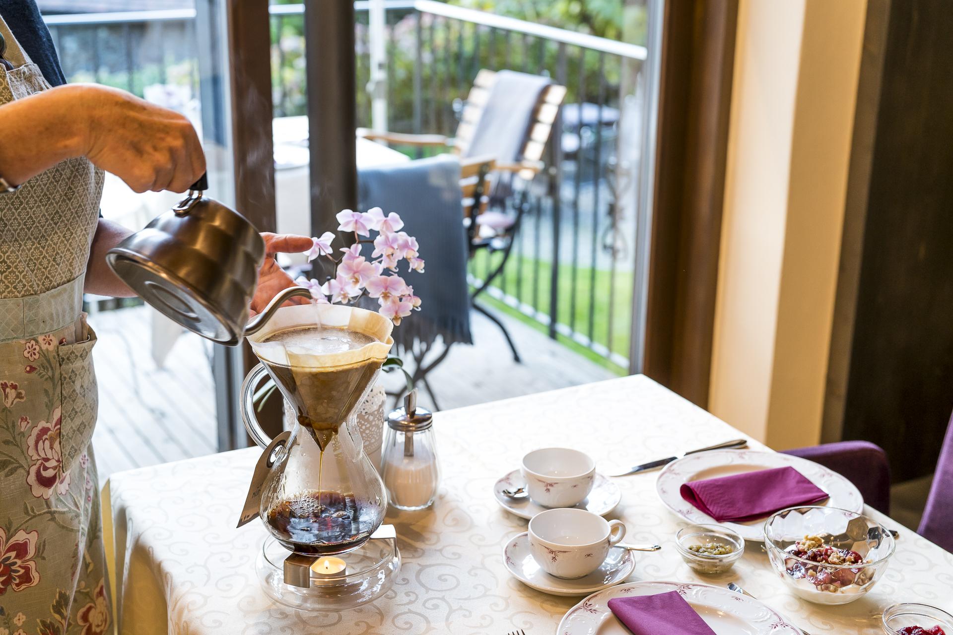 Frisch gebrühter Kaffe im Schloss Plars