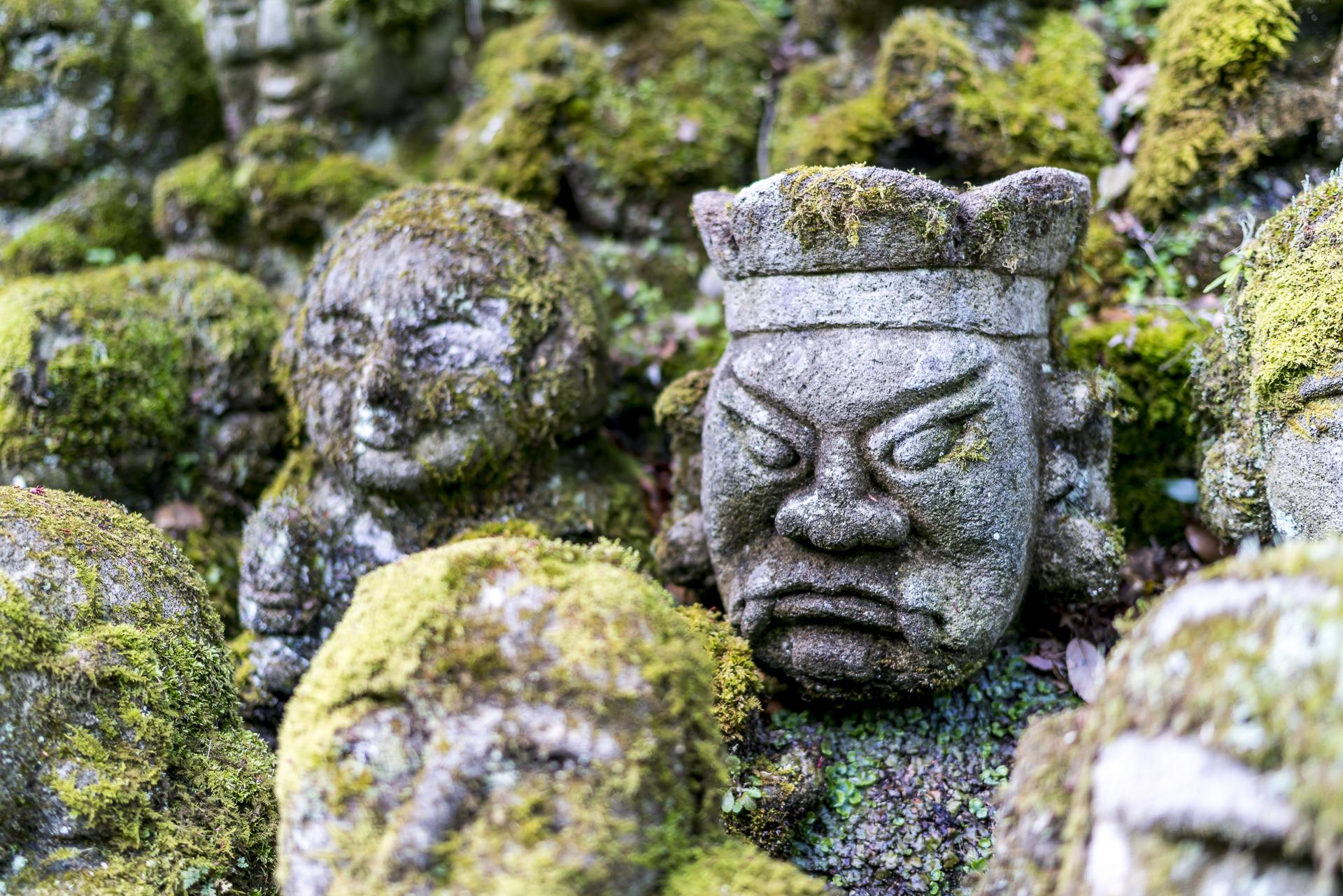 Skulpturen beim Oagi Nenbutsu-ji Tempel in Arashiyama
