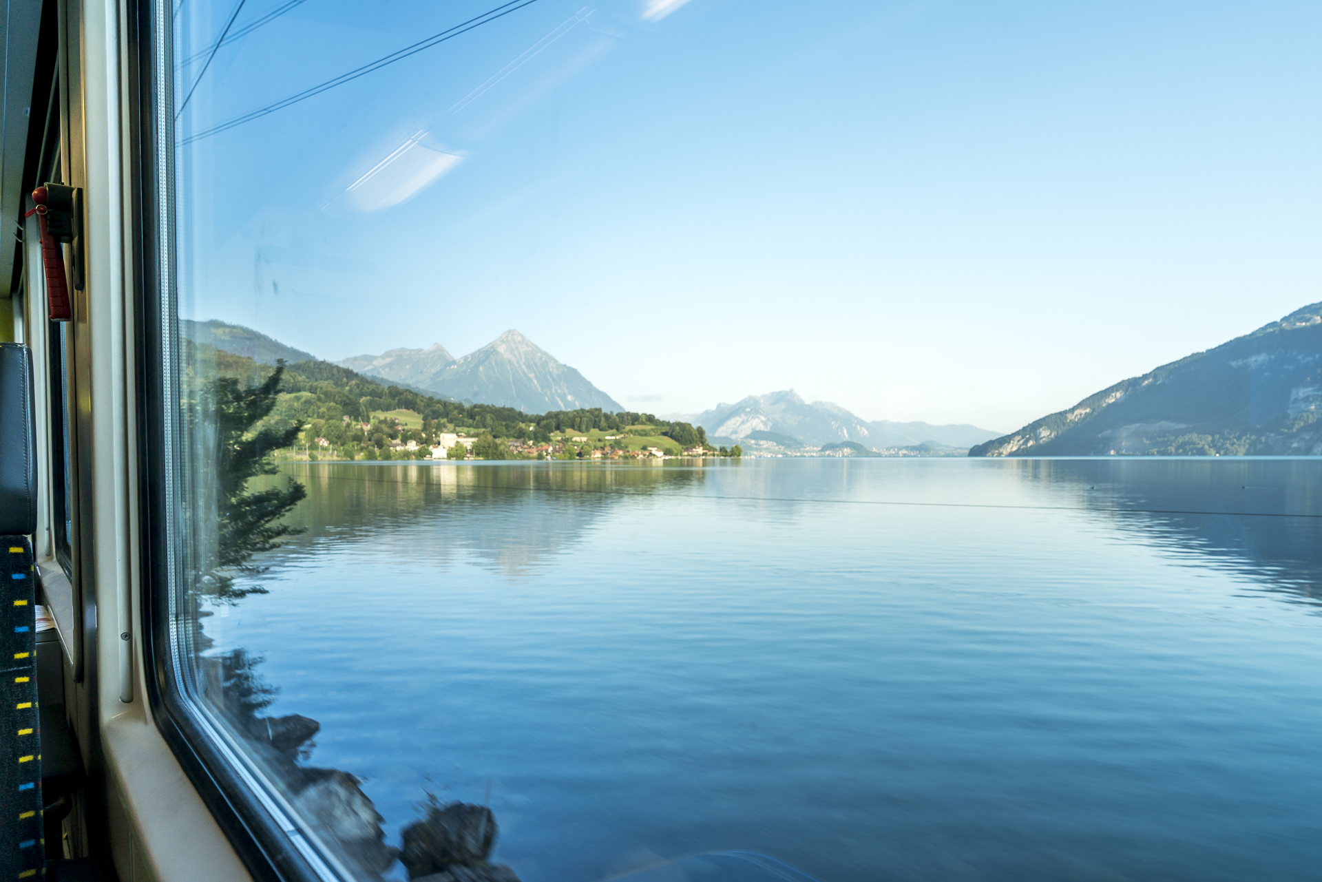 Thunsersee aus dem Zugfenster