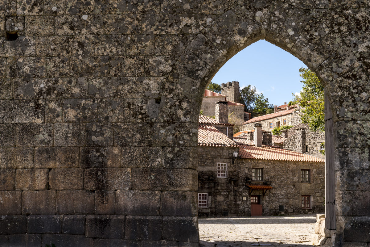 Sorthela Portugal Dorfeingang