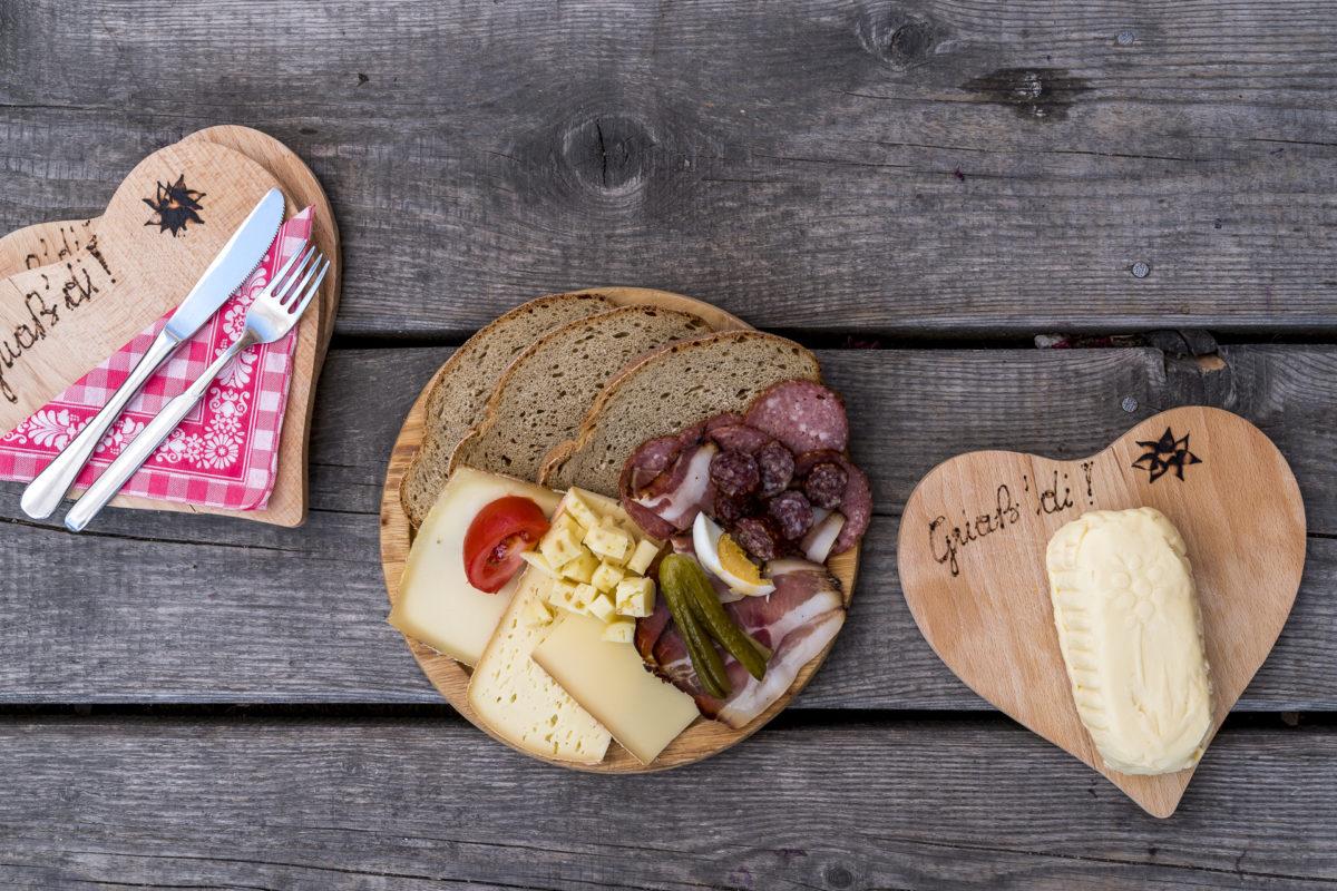 Kulinarisches Wandern in Tirol: diese 3 Almen sind einen Besuch wert