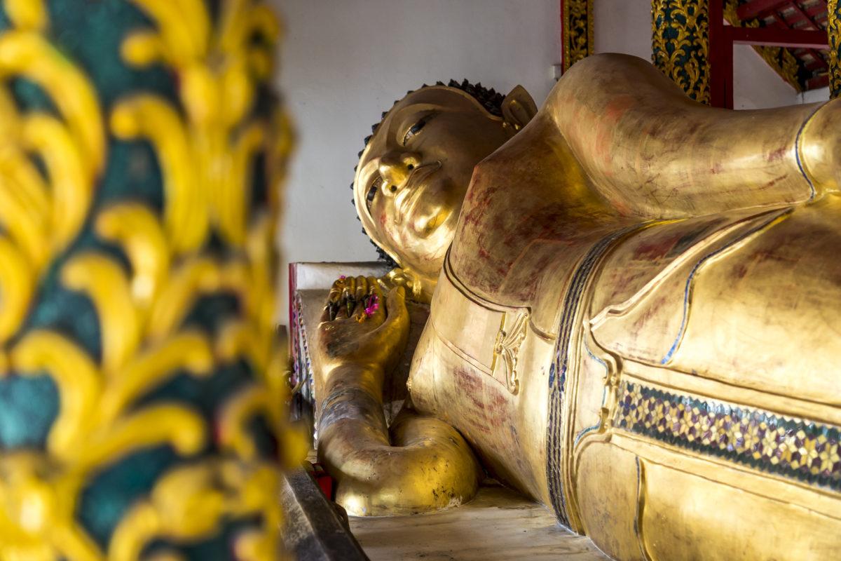 Wat Pong Sanuk liegender Buddha