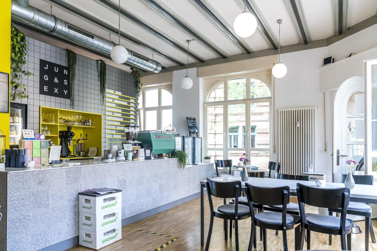 Jung und sexy Cafe